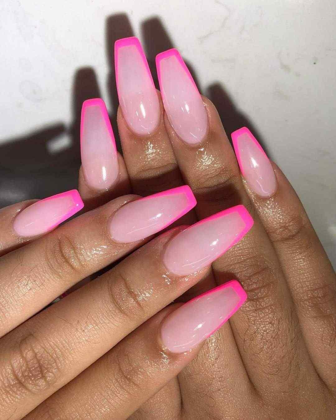 uñas con borde rosa