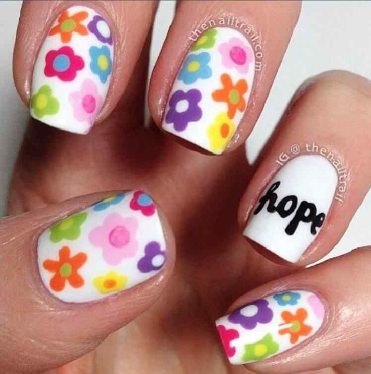 uñas con flores para niñas