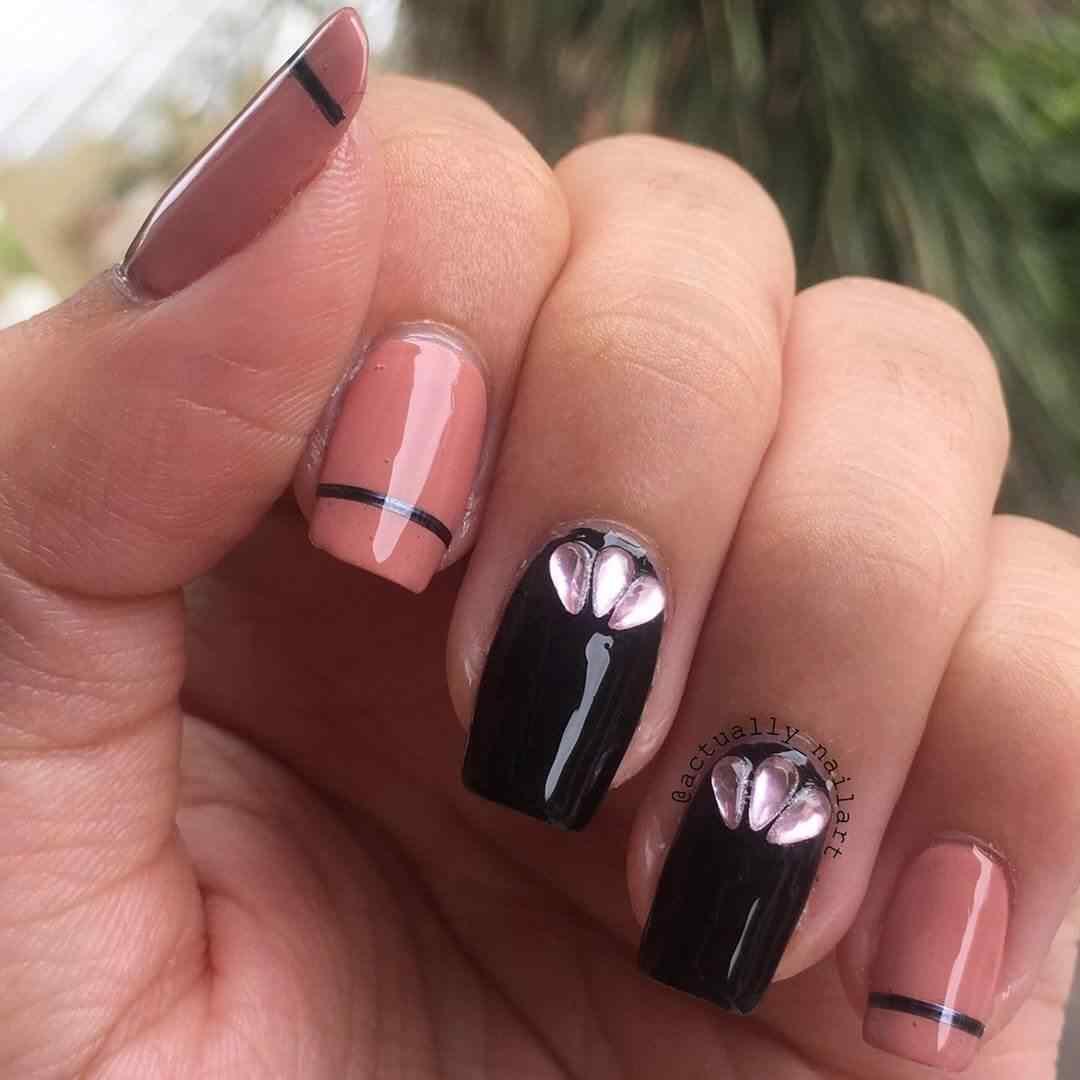uñas decoradas rosa con negro