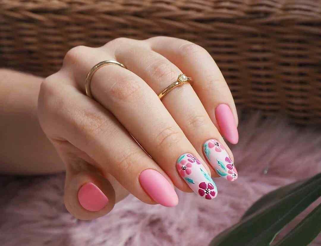 uñas floreadas rosa