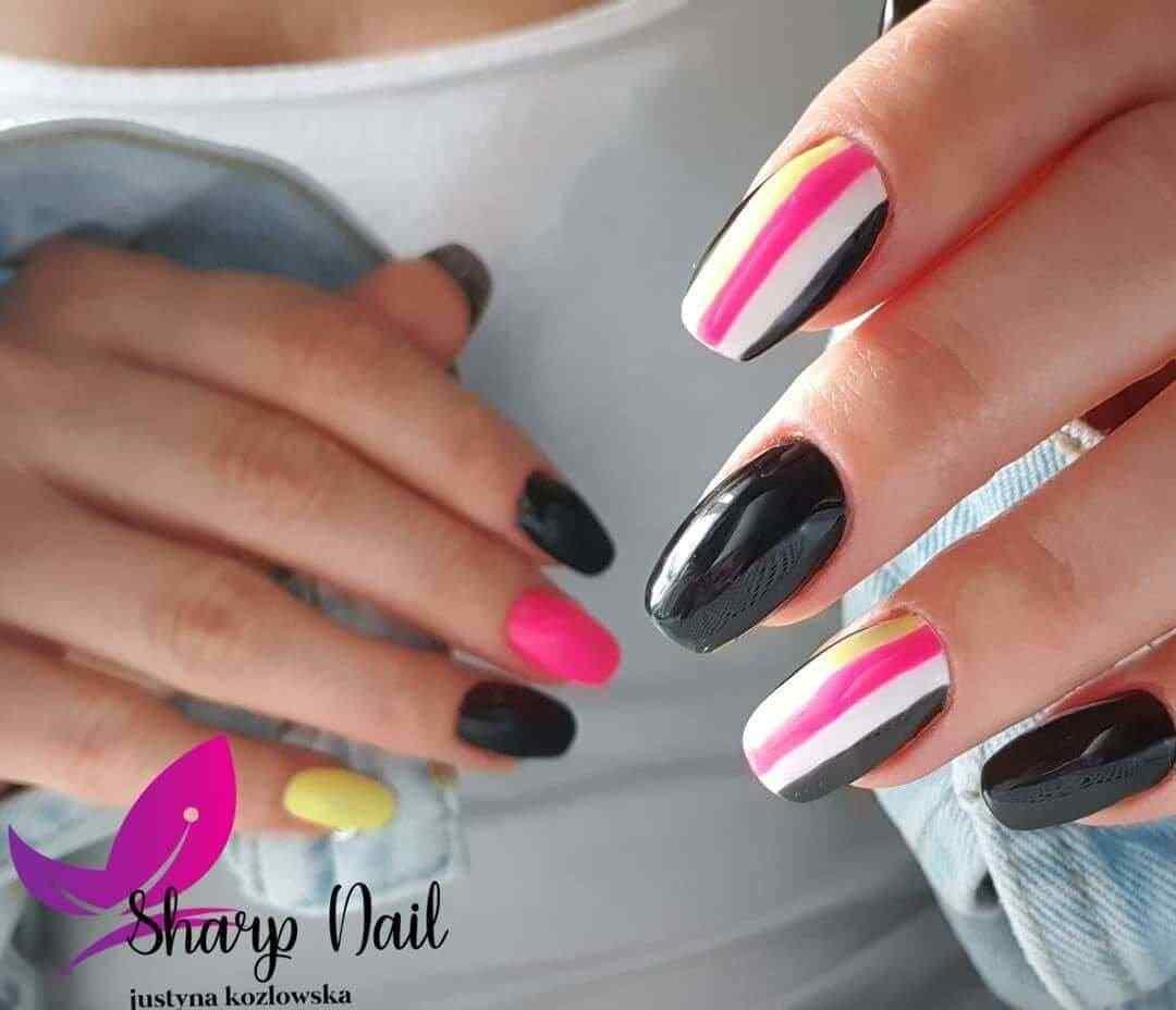 uñas juveniles rosa con negro