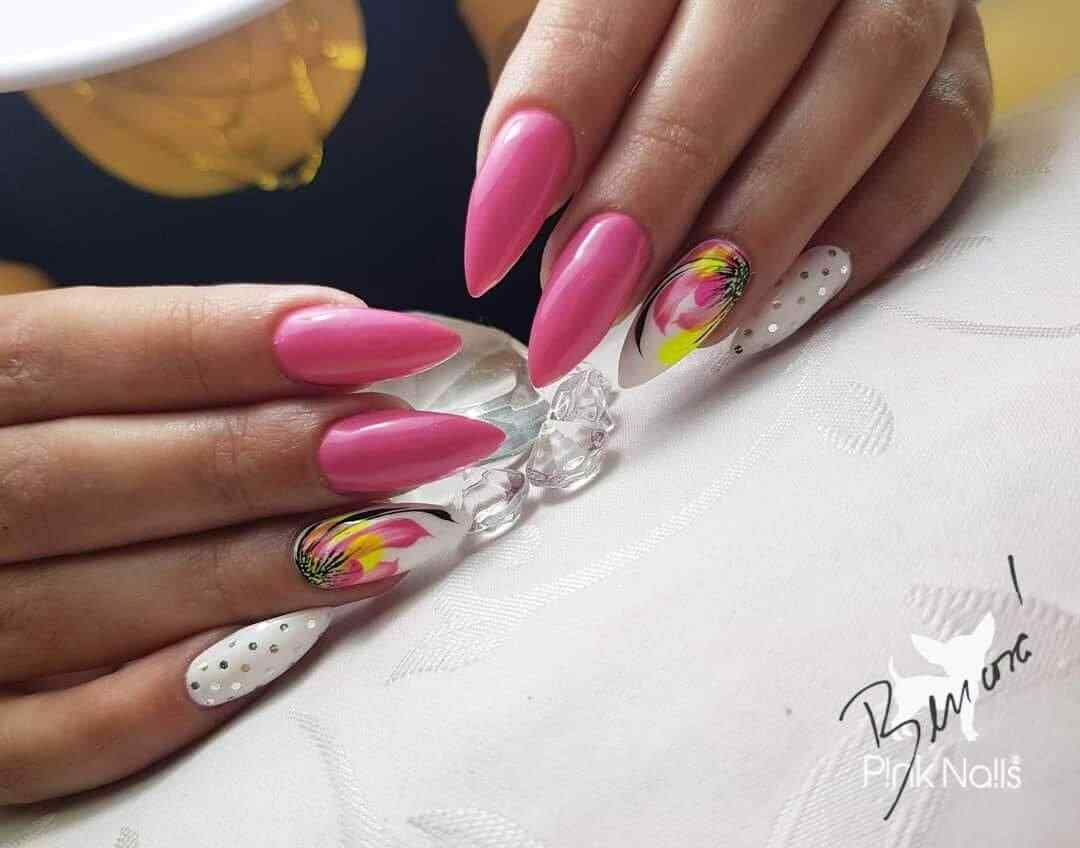 uñas largas color rosa