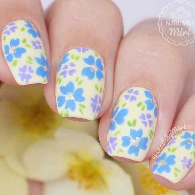 uñas para niñas con flores