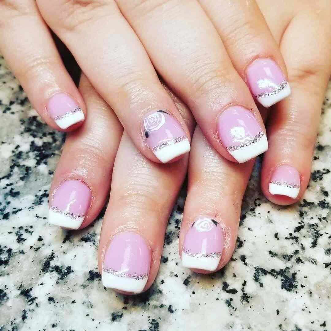 uñas rosa con francesa blanca