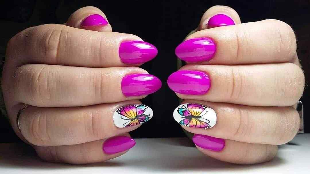 uñas rosa con mariposas