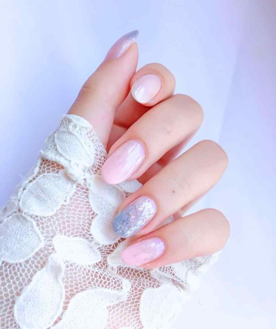 uñas rosa con plata