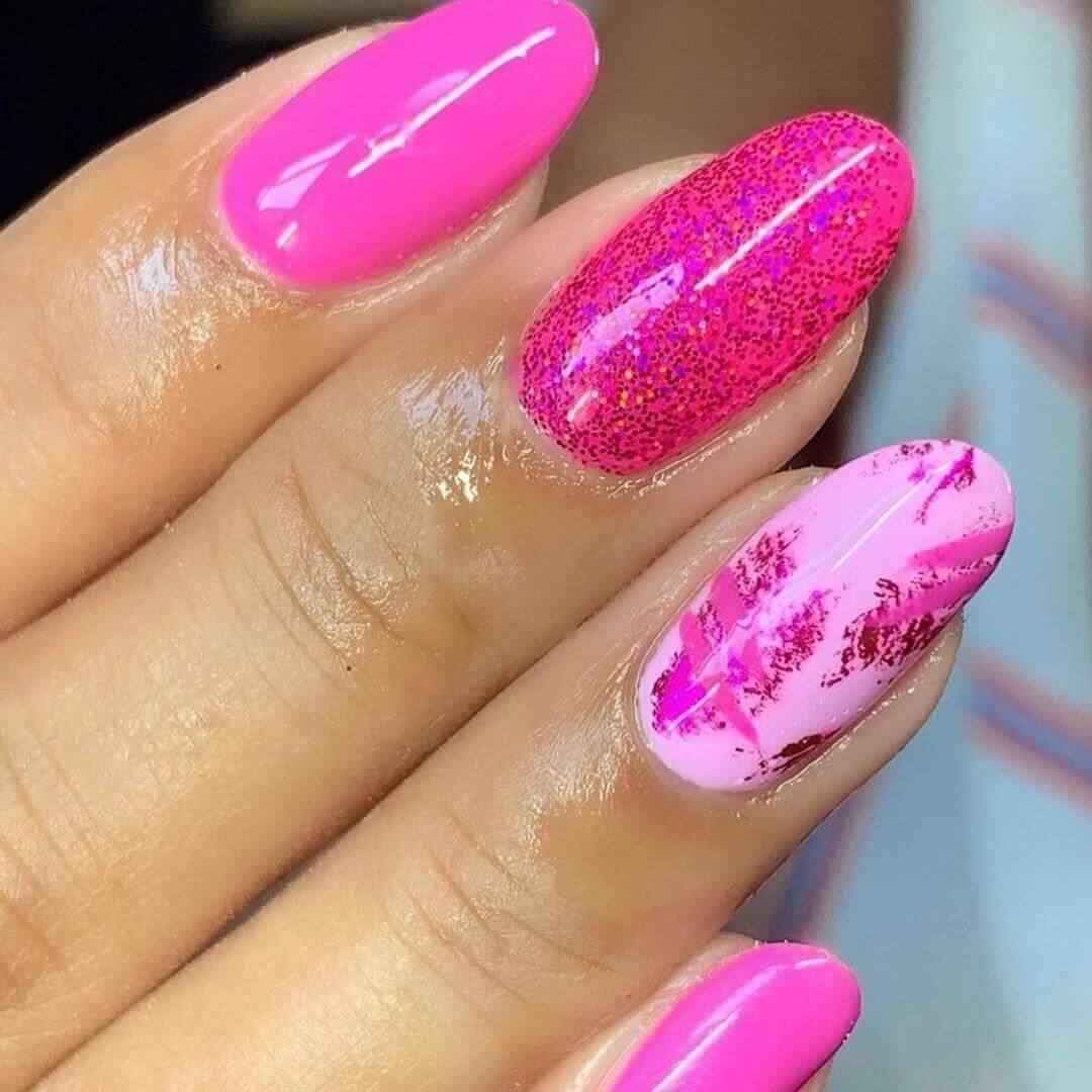 uñas rosa fuerte