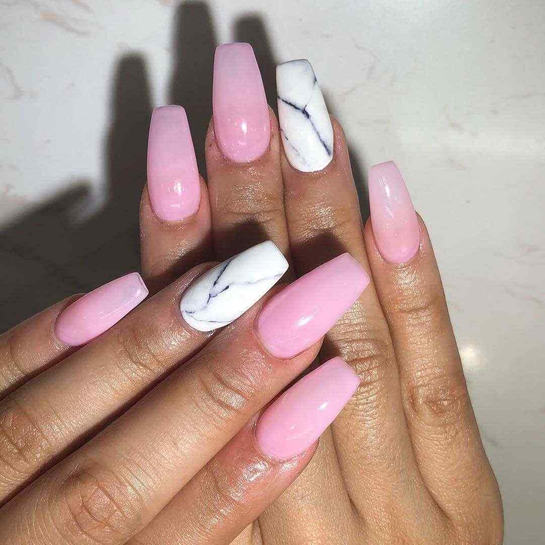 uñas rosa marmoladas con blanco