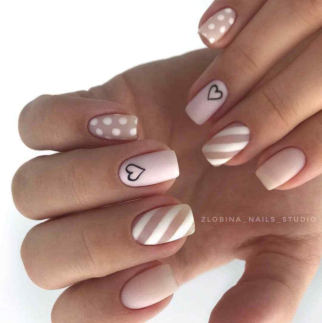 uñas rosa palo con blanco