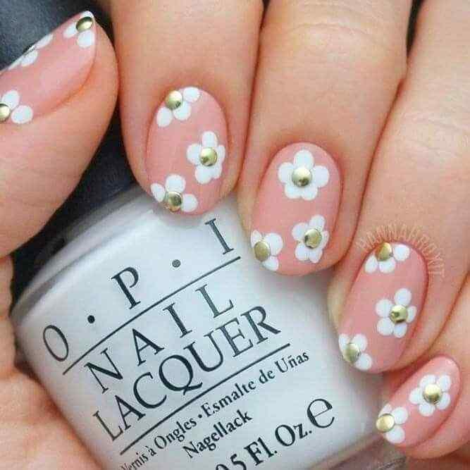 uñas rosa palo con flores