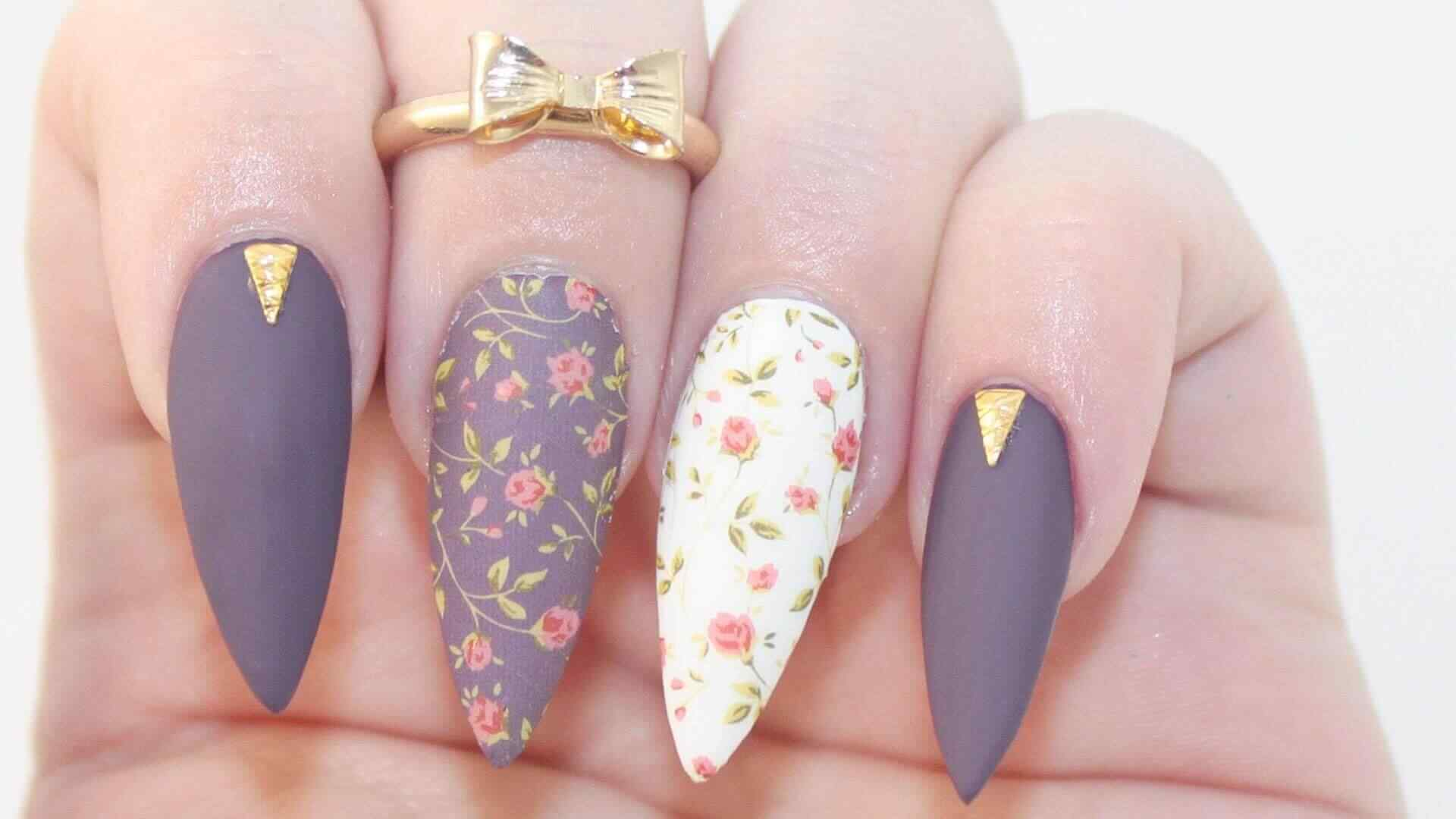 uñas stiletto con flores