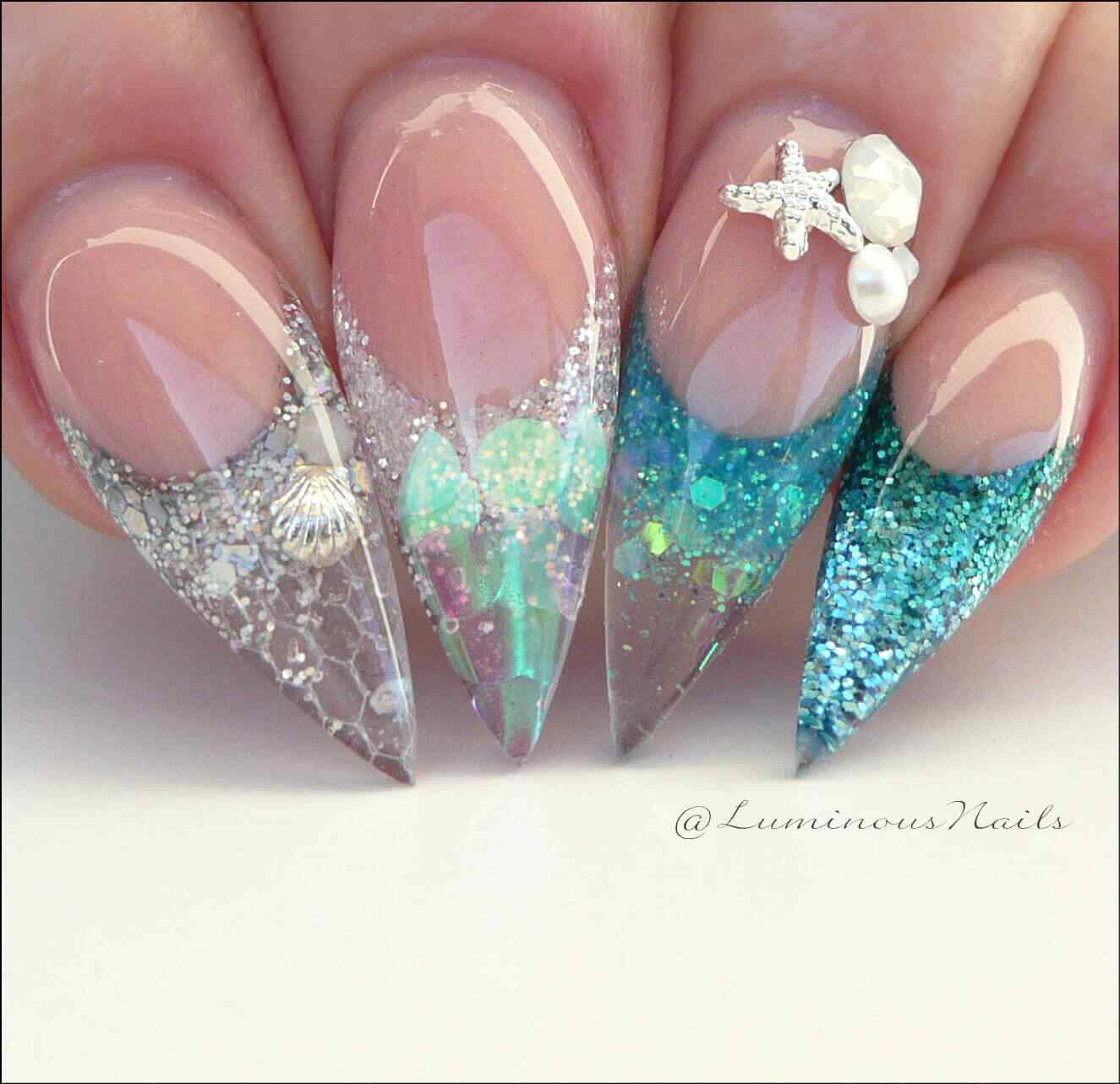 uñas stiletto transparentes