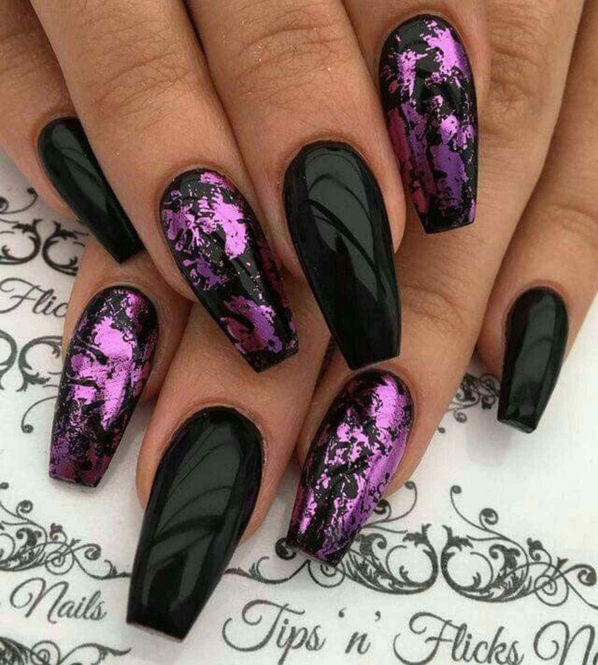 acrilicas negras con purpura