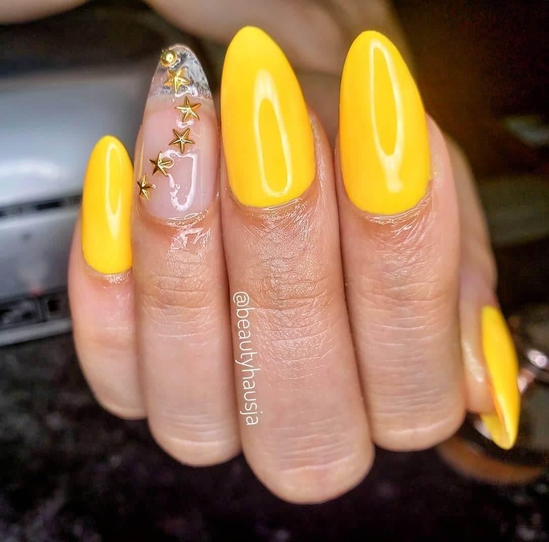 decoracion de uñas amarillas acrilicas