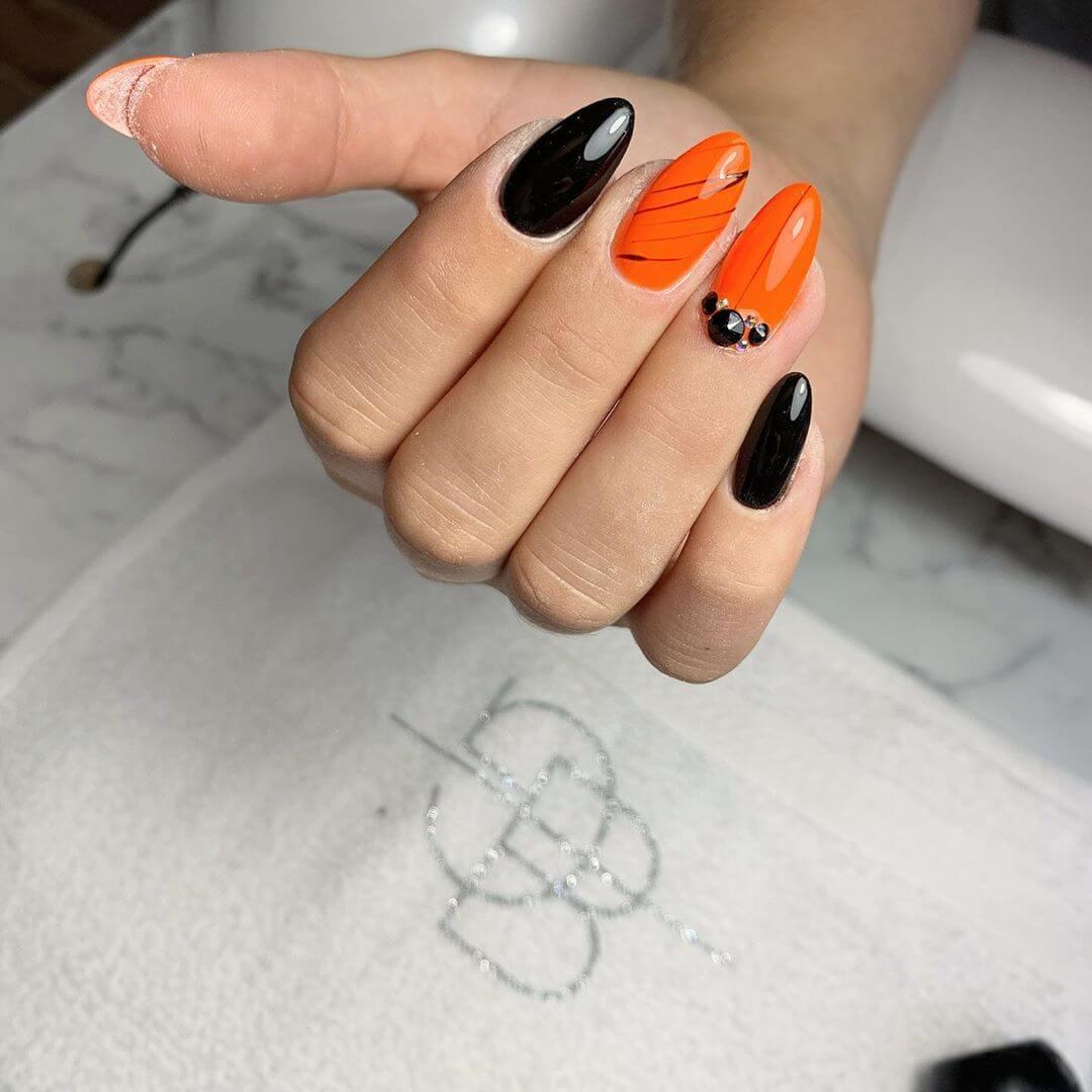 decoracion de uñas color naranja con negro