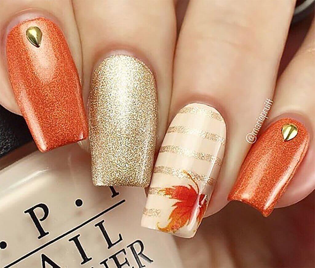 decoracion de uñas naranja con dorado