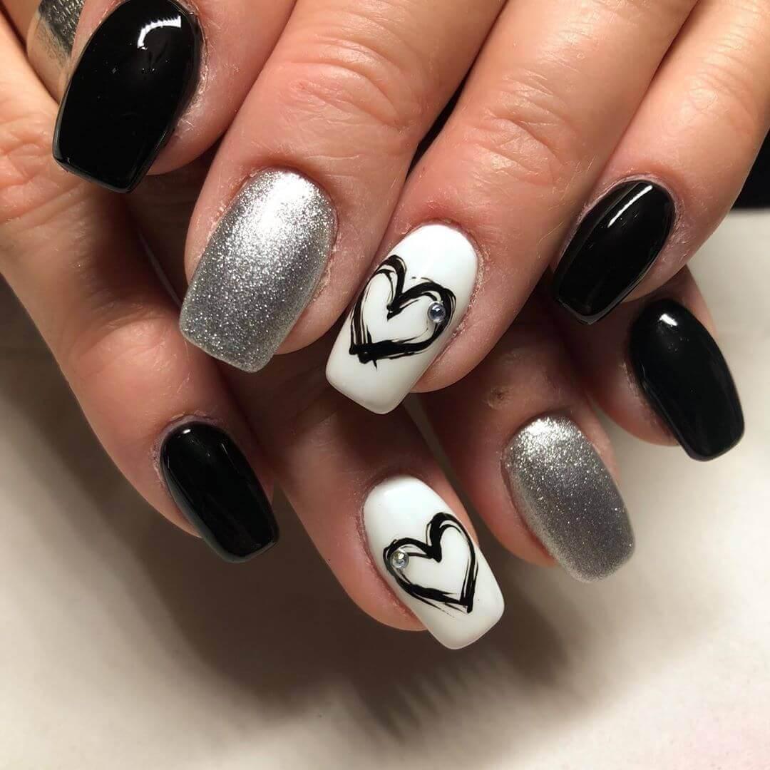 decoracion de uñas plateadas con negro