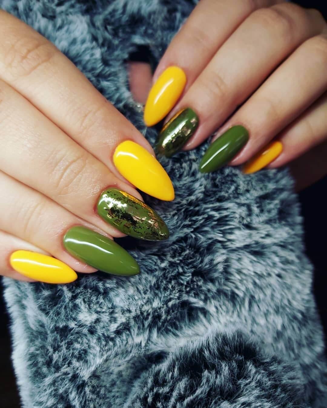 decoracion de uñas verde con amarillo