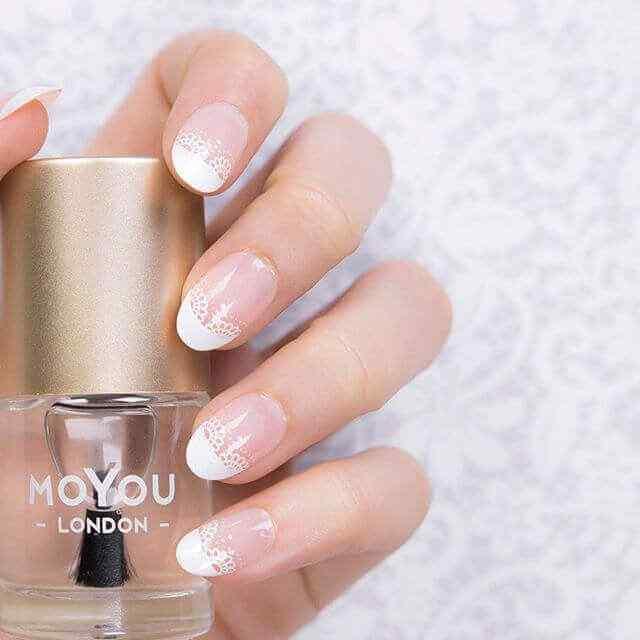 diseño de uñas bonita elegante blanca