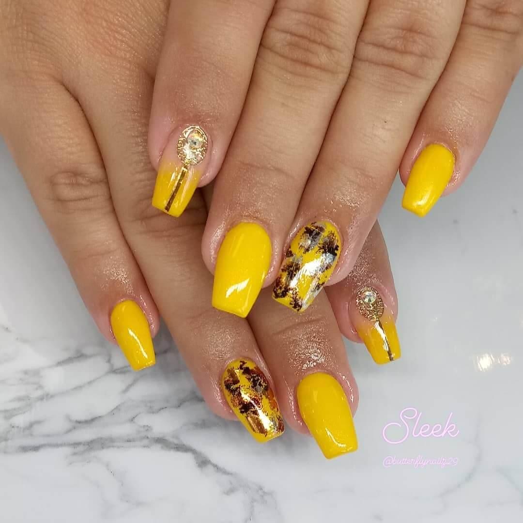 diseño de uñas amarillas