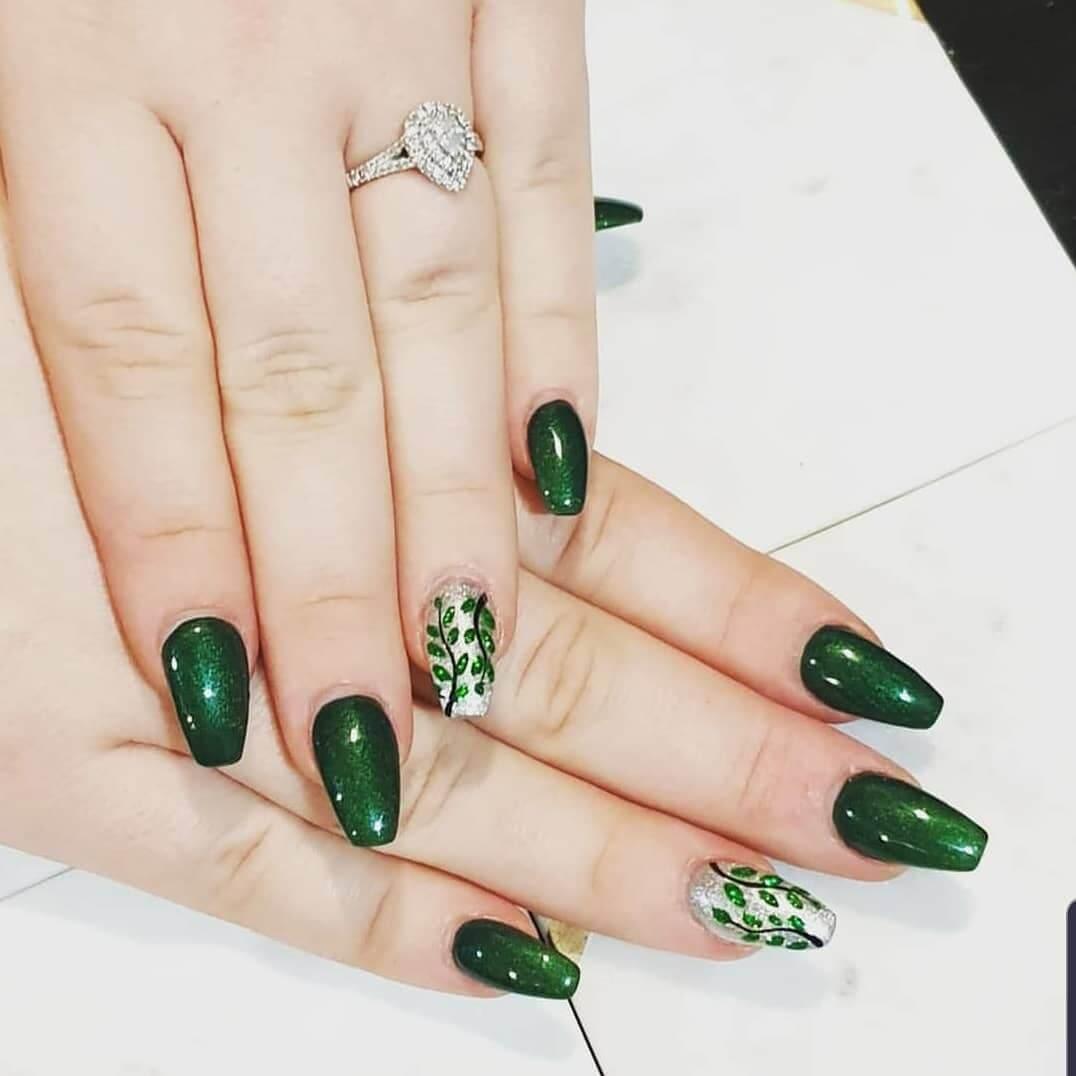 diseño de uñas color verde