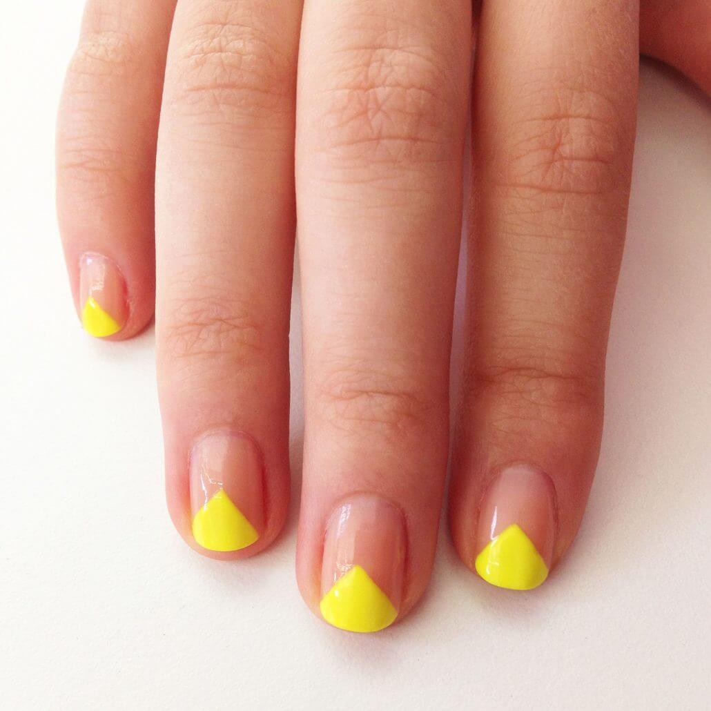 diseño sencillo de uñas amarillas