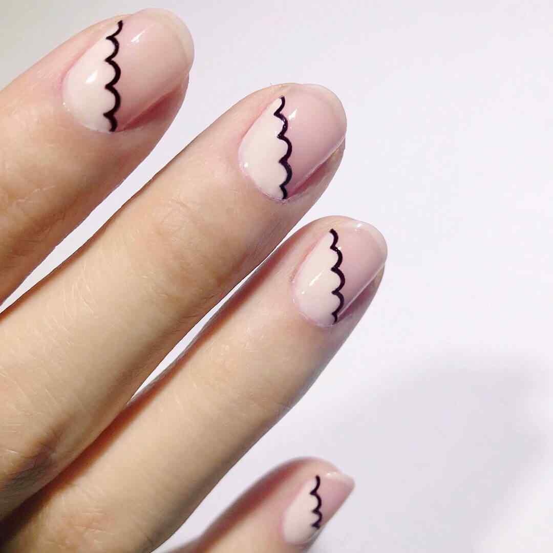 diseño de nubes sencillas en uñas