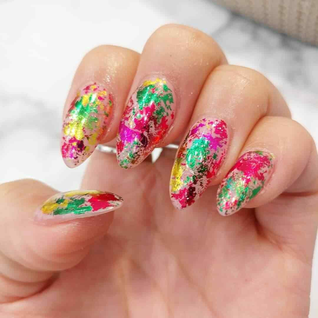 diseño de uñas navideñas en colores