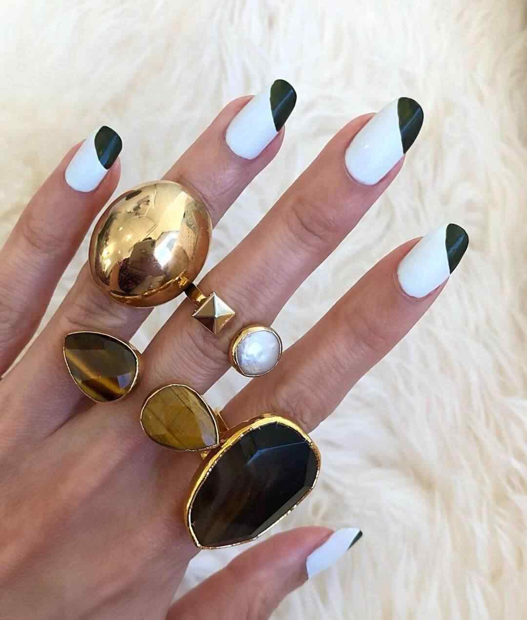 diseño de uñas sencillas en blanco y negro