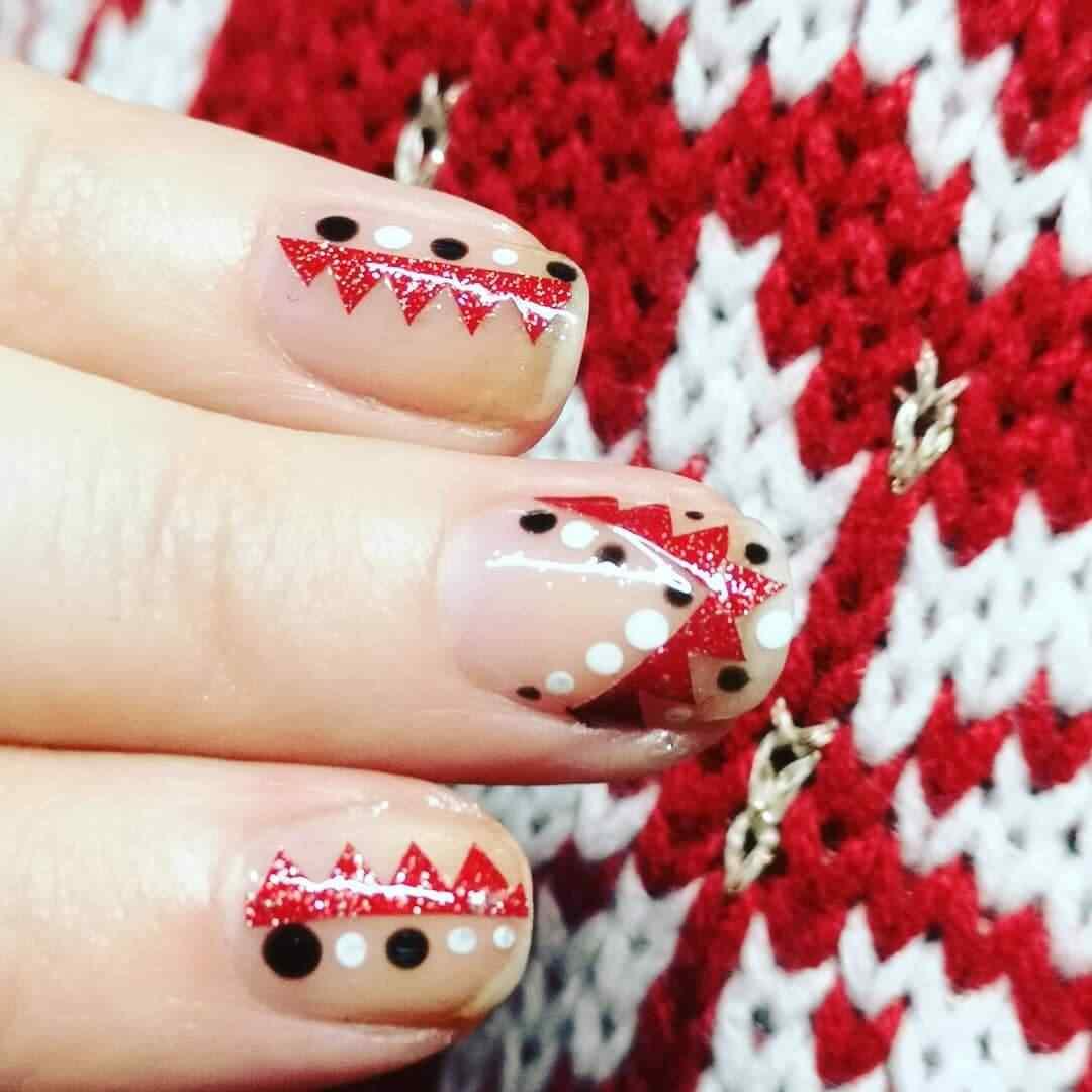 diseño de uñas sencillas para navidad
