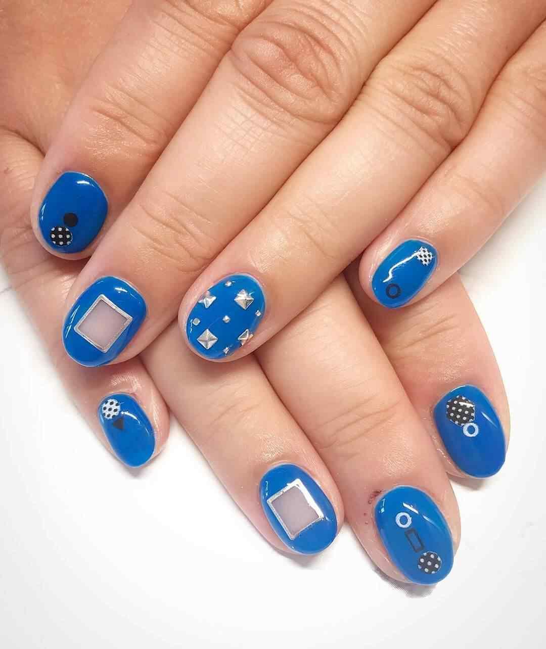 diseño juvenil de uñas en color azul