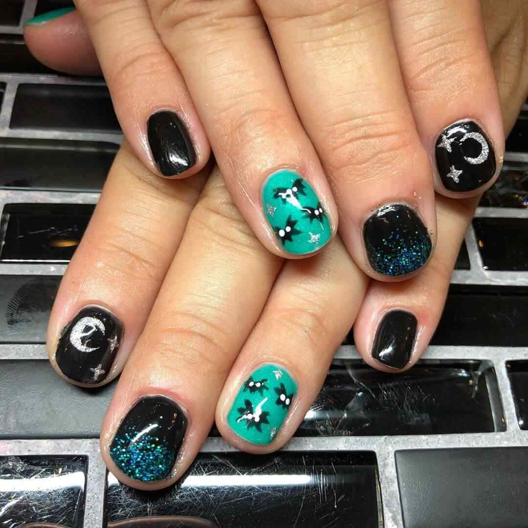 diseño simple de uñas con murcielagos