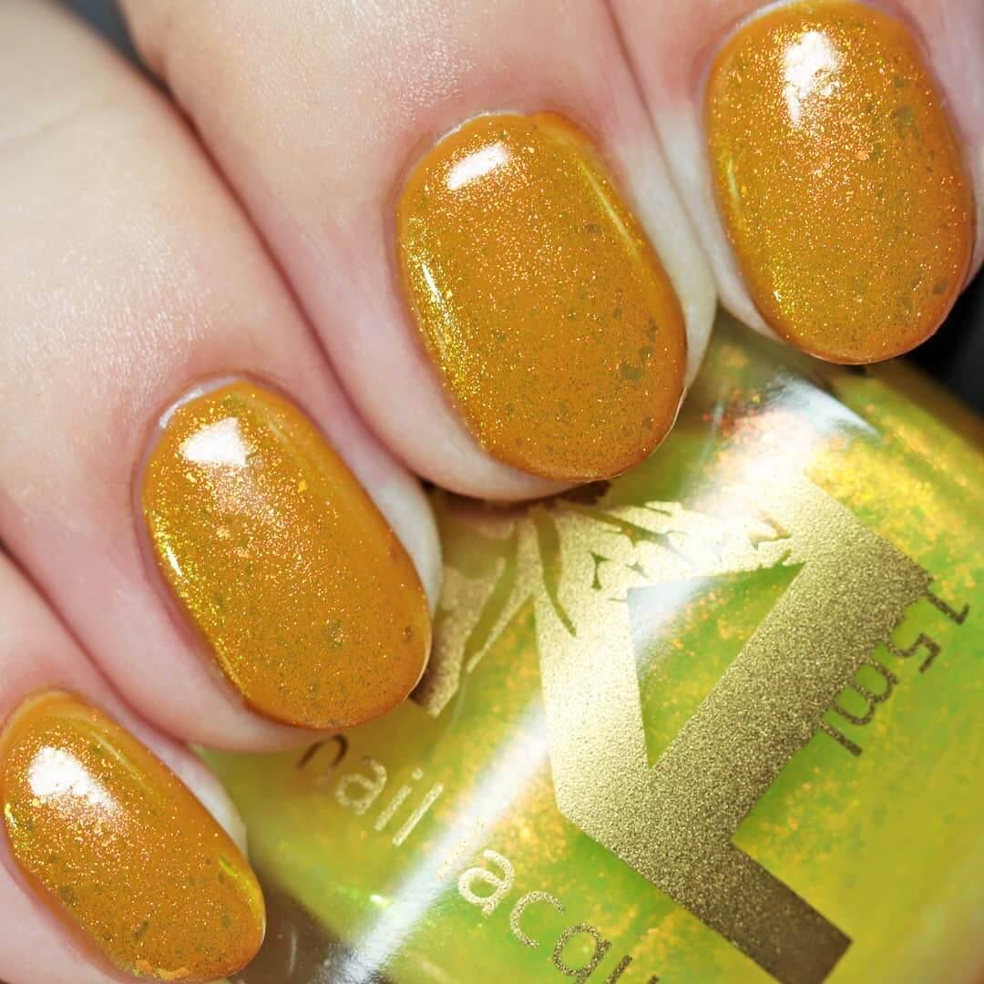 esmalte de uñas amarillo mostaza