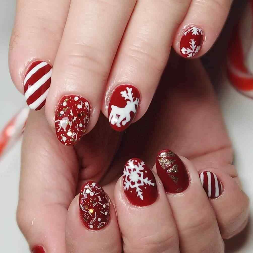 modelo de uña navideña roja y blanca