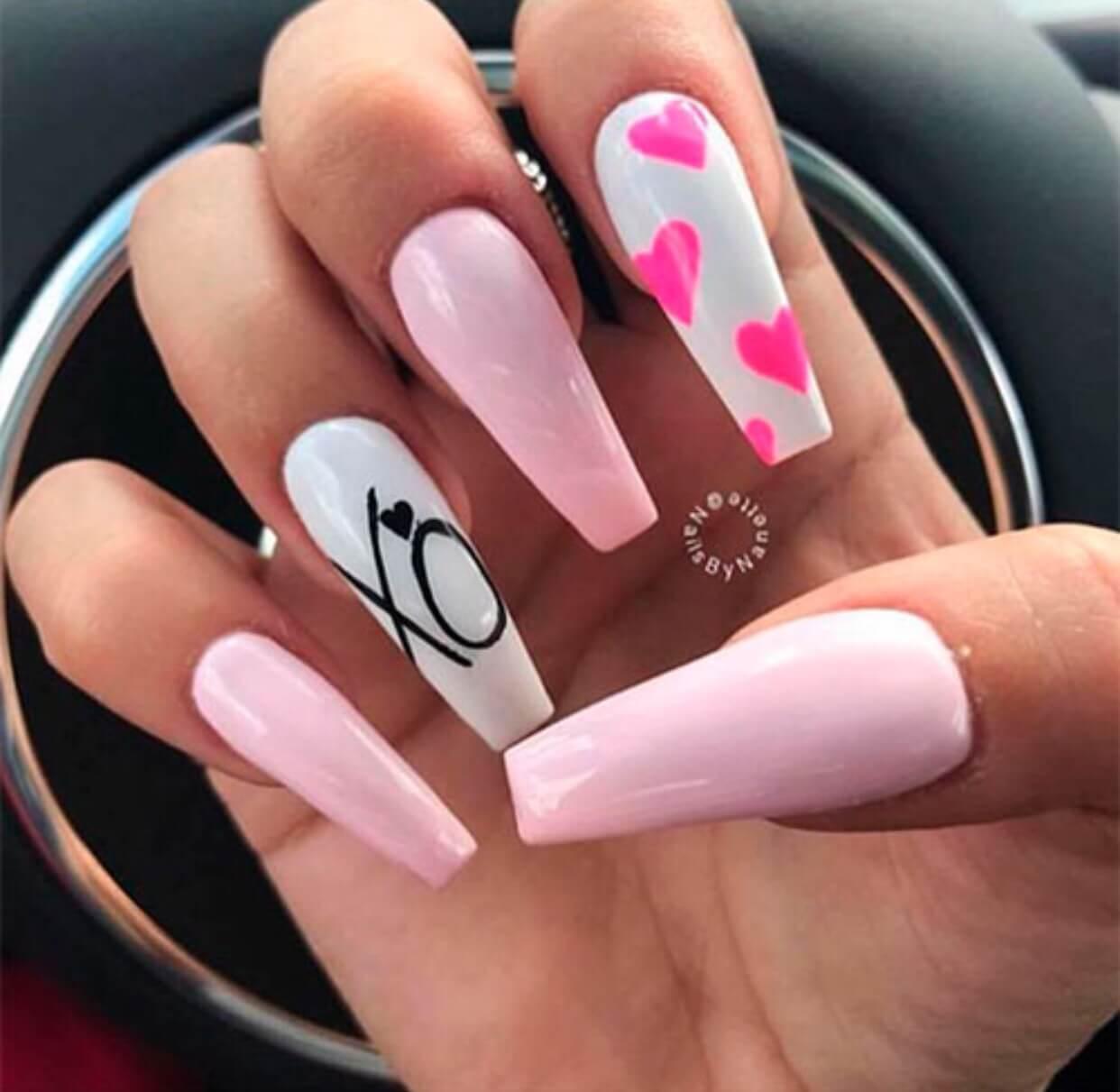 uñas acrilicas blancas y rosa