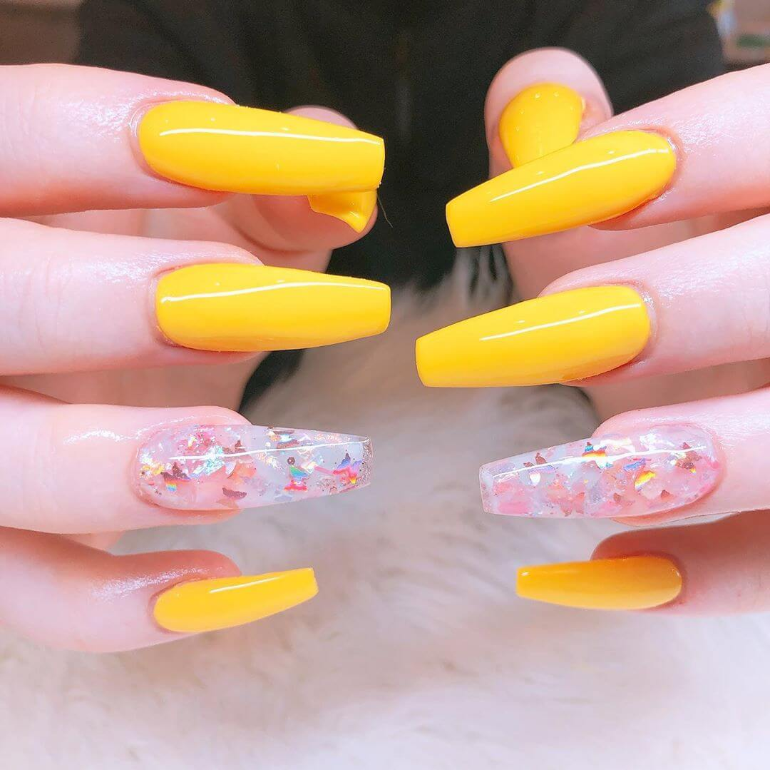 uñas acrilicas decoradas con amarillo