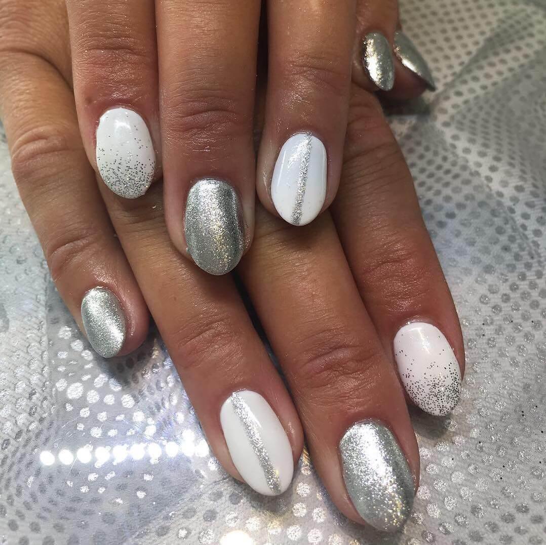 uñas almendra blancas y plata