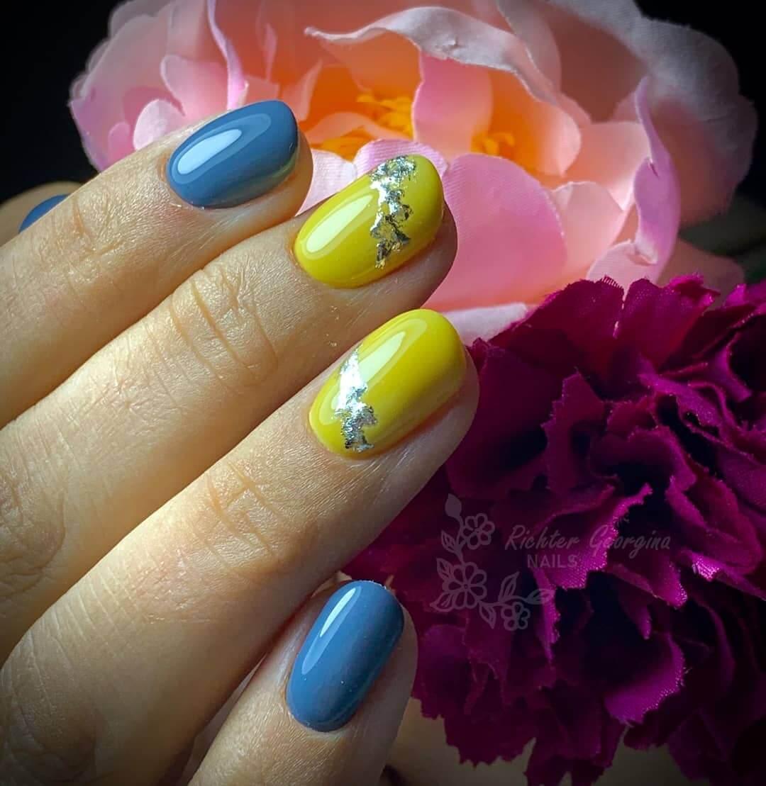 uñas amarillas con azul