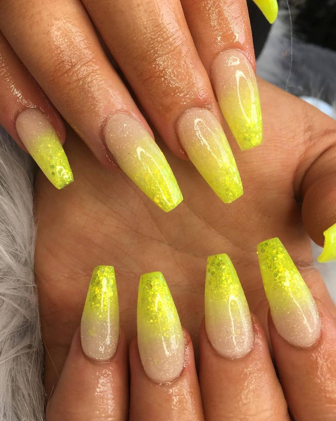 uñas amarillas efecto degradado