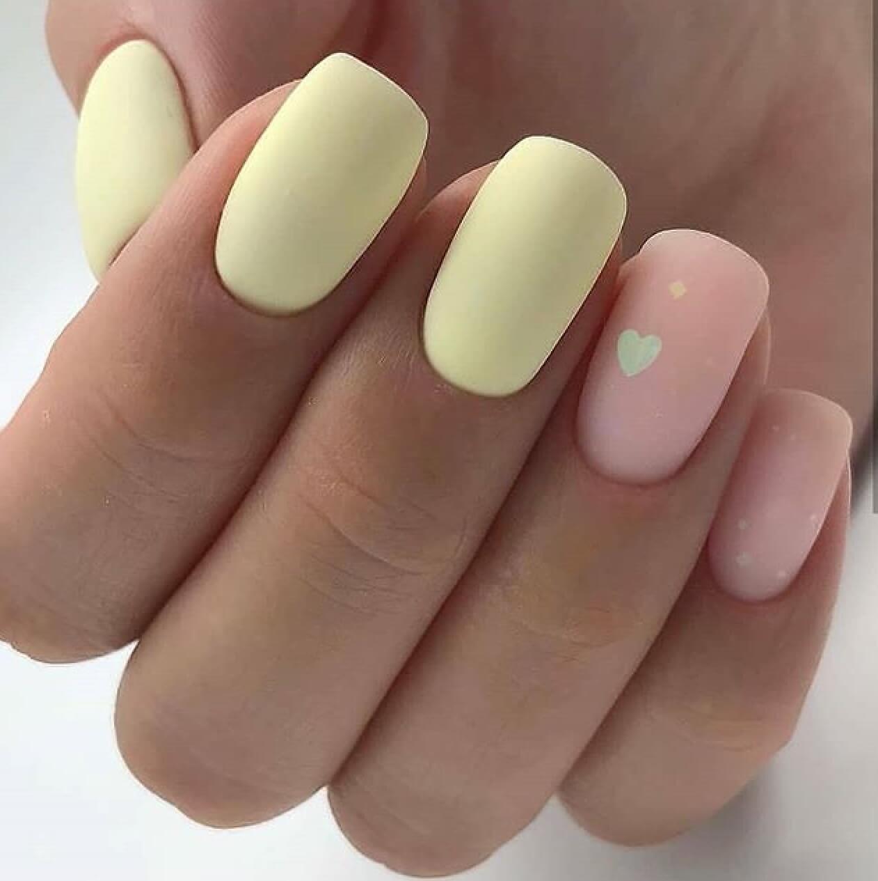 uñas amarillo pastel con nude