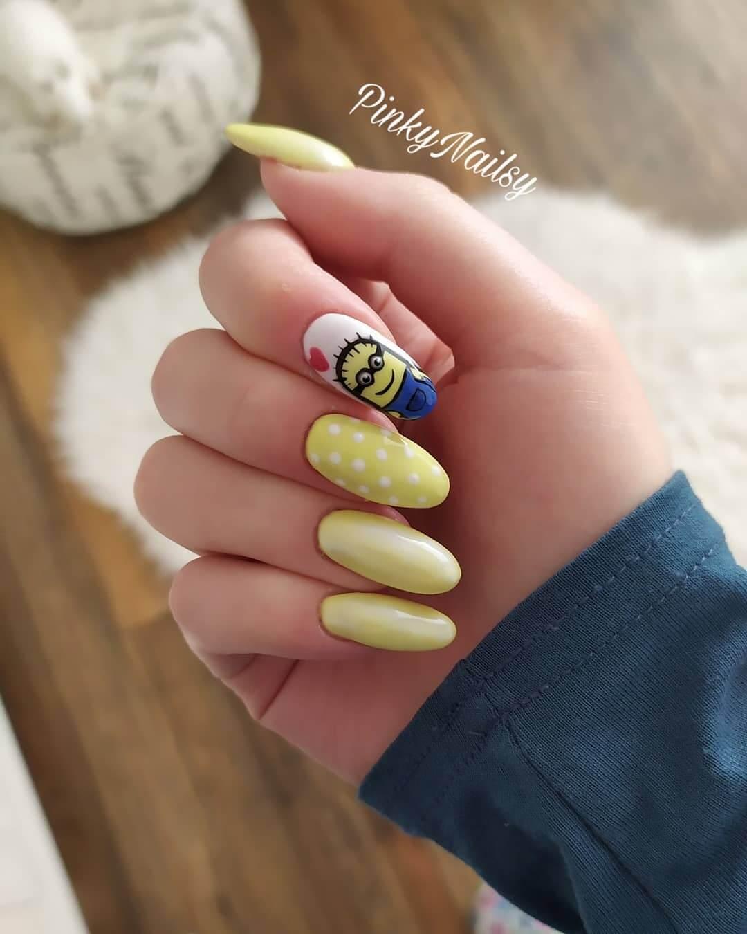 uñas amarillo pastel minions