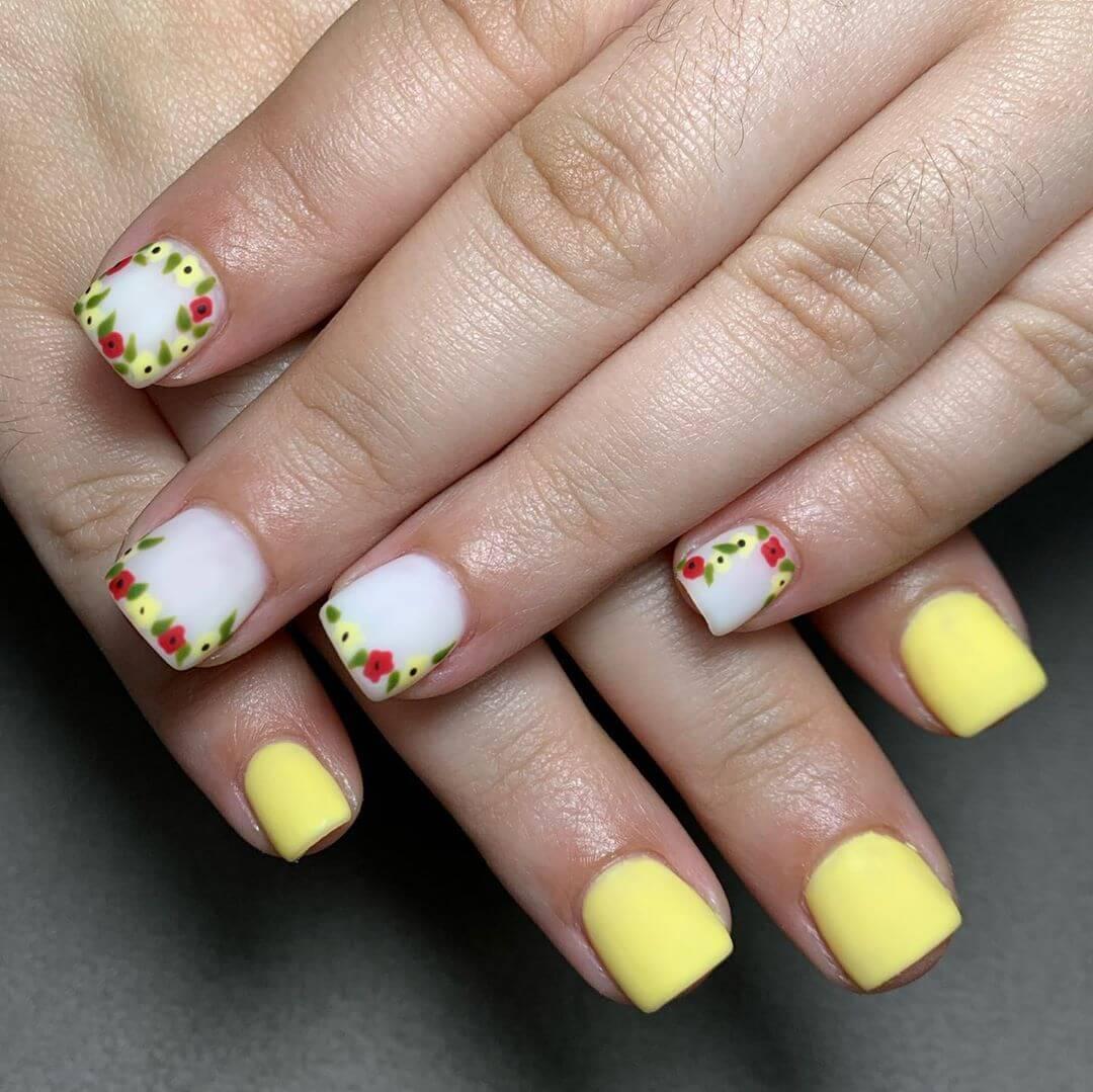 uñas blancas con amarillo