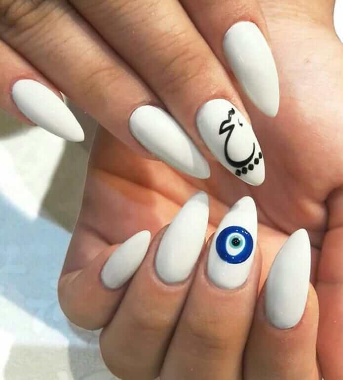uñas blancas con diseño