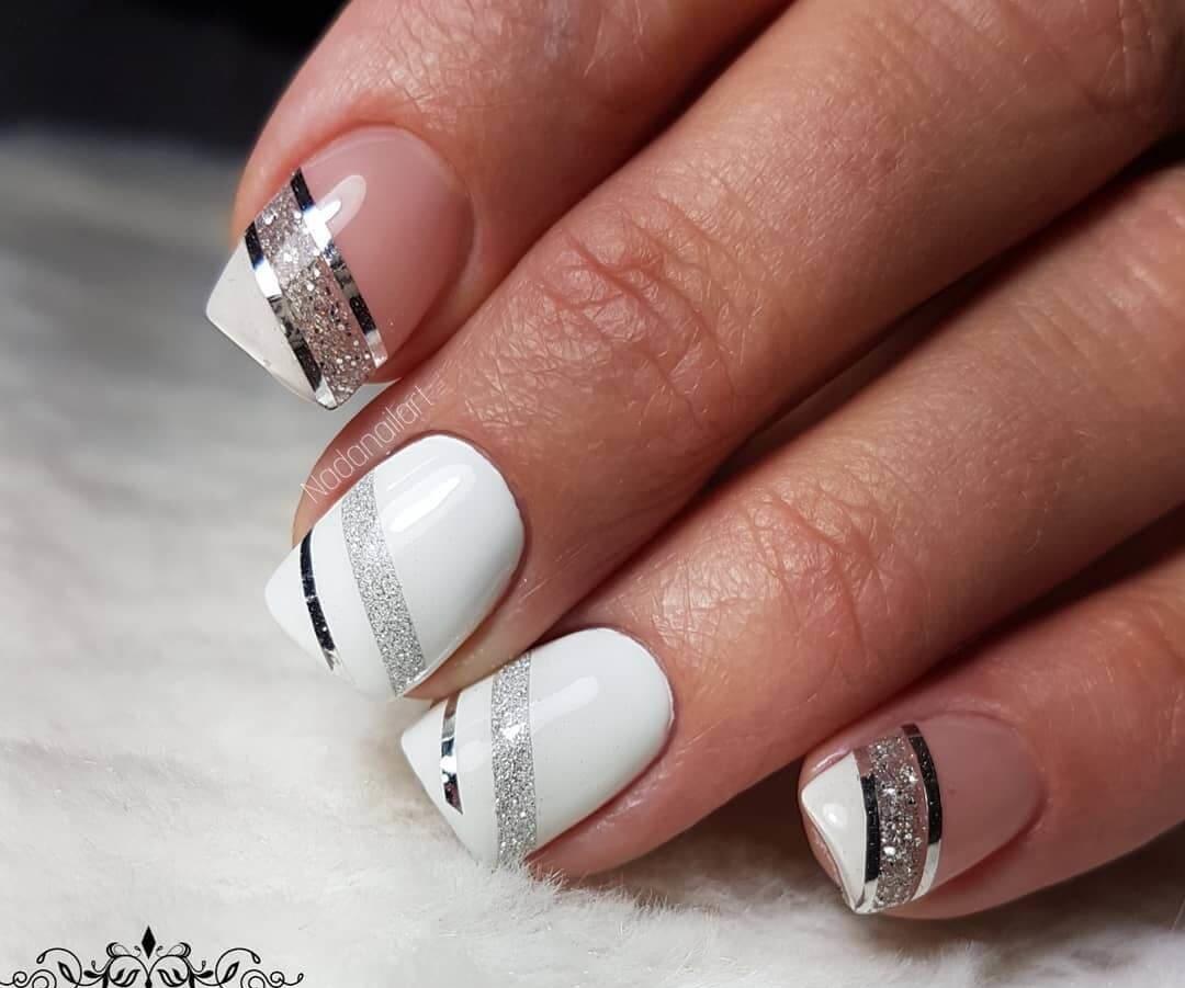 uñas blancas con lineas plateadas