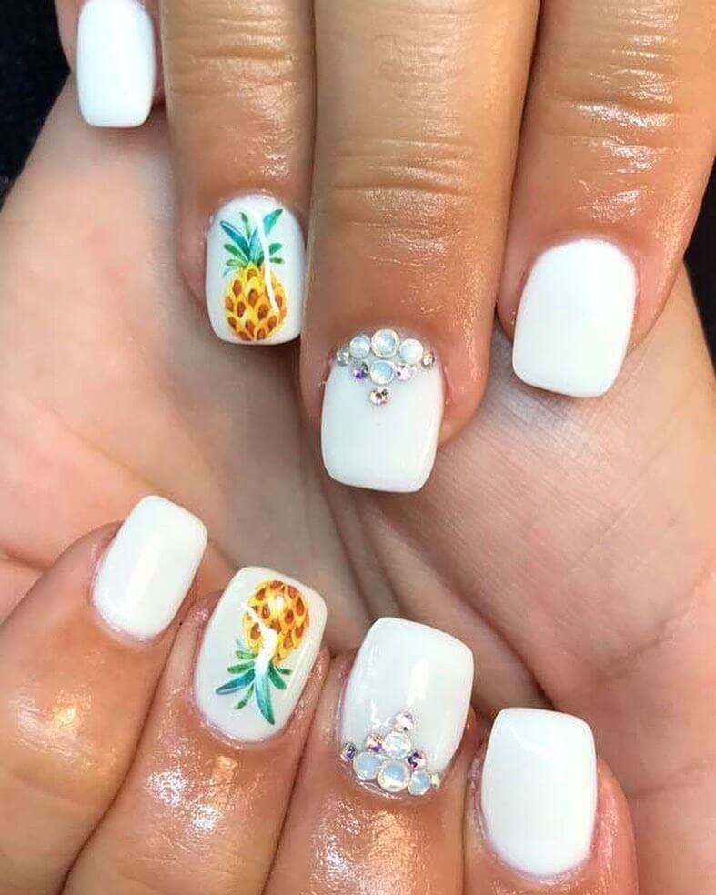 uñas blancas con piña anana fruta