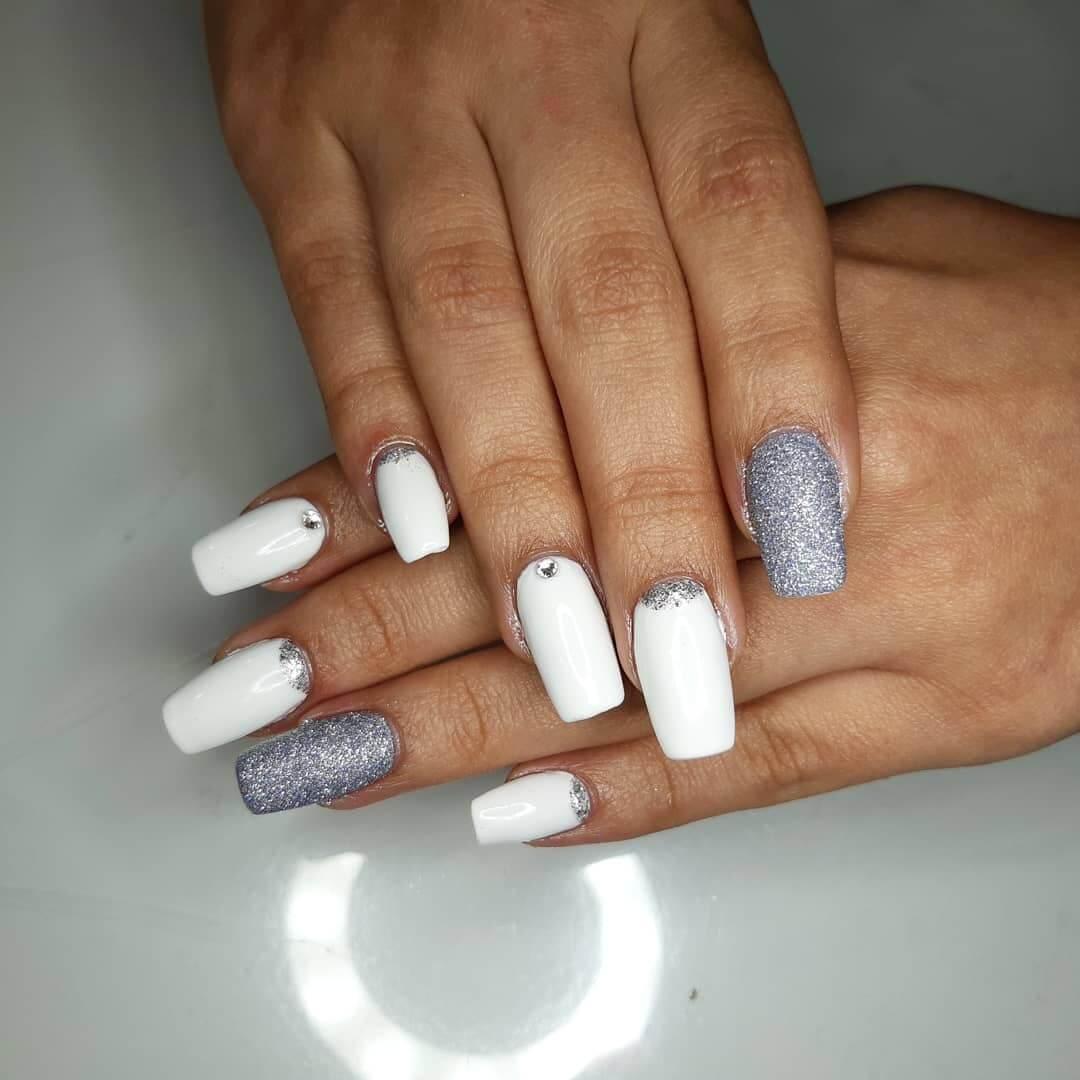 uñas blancas con plata
