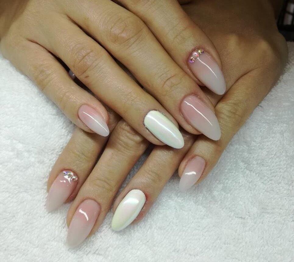 uñas blancas efecto degradado ombre