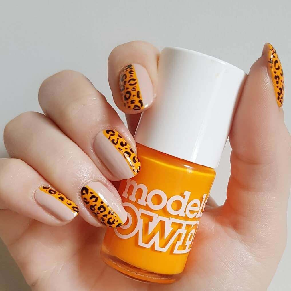 uñas color naranja animal print