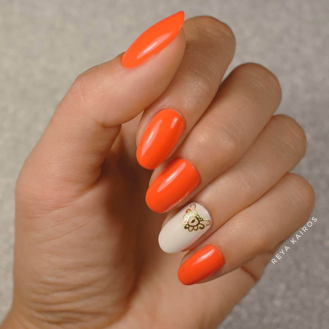 uñas color naranja estampadas
