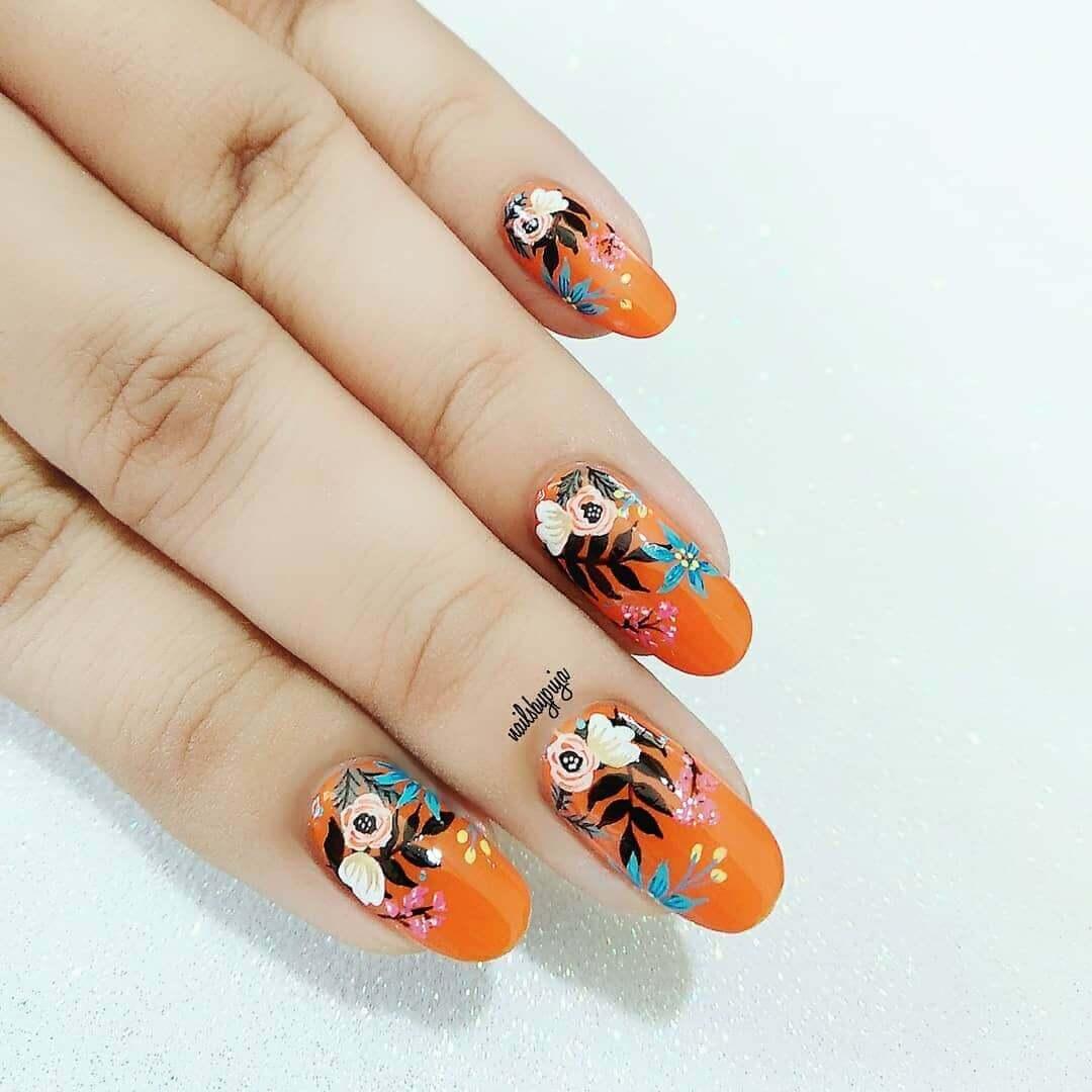 uñas color naranja flores